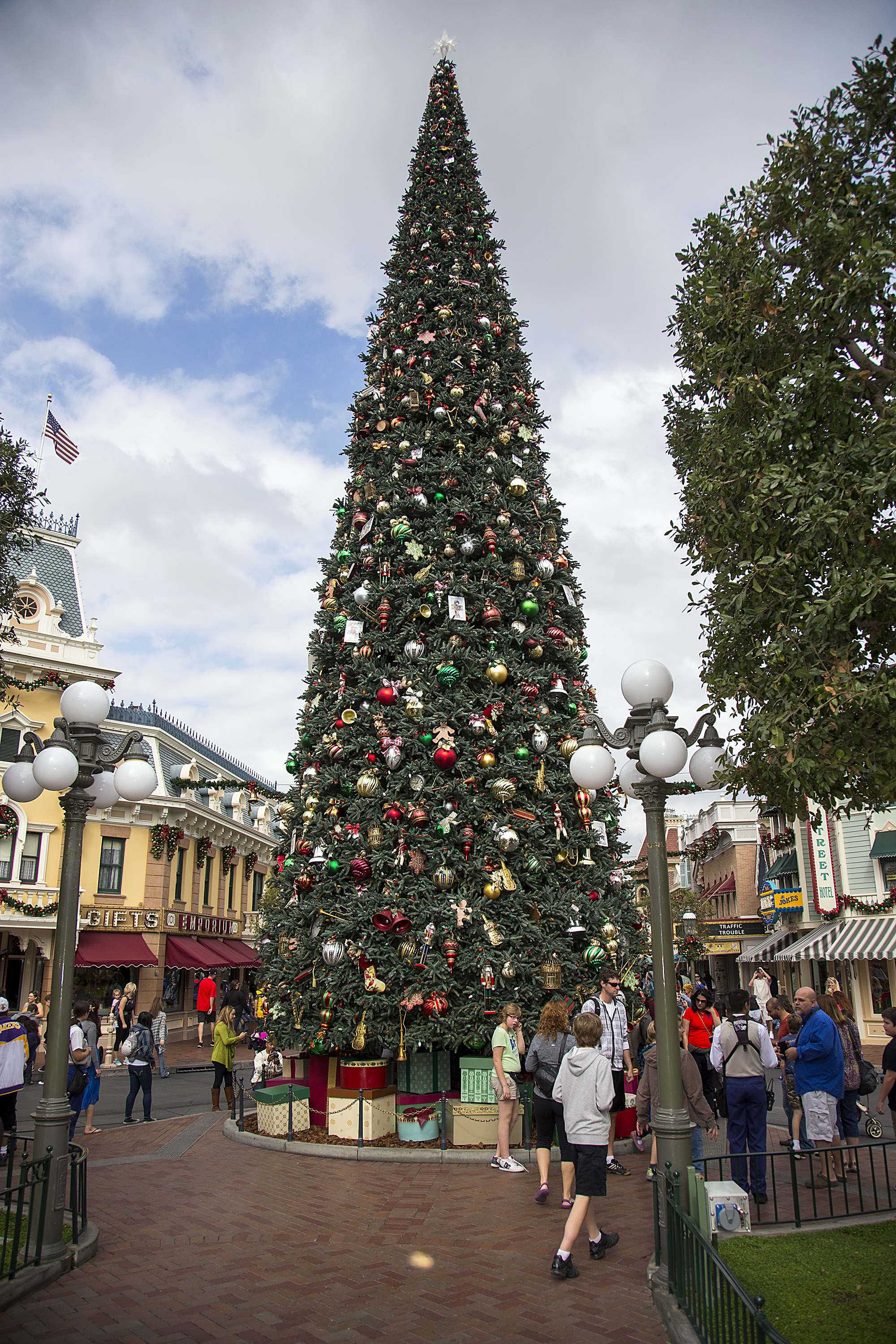 "MAJESTIC CHRISTMAS TREE (ANAHEIM, Calif.) – Just for the Holidays, a towering Christmas tree stands 60 feet tall at Town Square at Disneyland Park, fully adorned with nearly 2,000 ornaments and 800 handmade bows. The Holidays are a magical time to create unforgettable memories with loved ones at the Disneyland Resort. This merry season runs Nov. 13 through Jan. 6, 2016, as Disneyland Park becomes a dazzling winter wonderland with festive décor, holiday-themed treats and attractions transformed for the season – ""it's a small world"" Holiday and Haunted Mansion Holiday. This year, the Diamond Celebration adds even more sparkle to the exciting entertainment, which includes ""A Christmas Fantasy"" parade, ""Disney ¡Viva Navidad!,"" ""Paint the Night"" nighttime parade and the ""Disneyland Forever"" fireworks spectacular. (Paul Hiffmeyer/Disneyland Resort)"